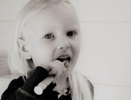 假牙牙套也會蛀牙? 提早發現假牙牙套的老化問題